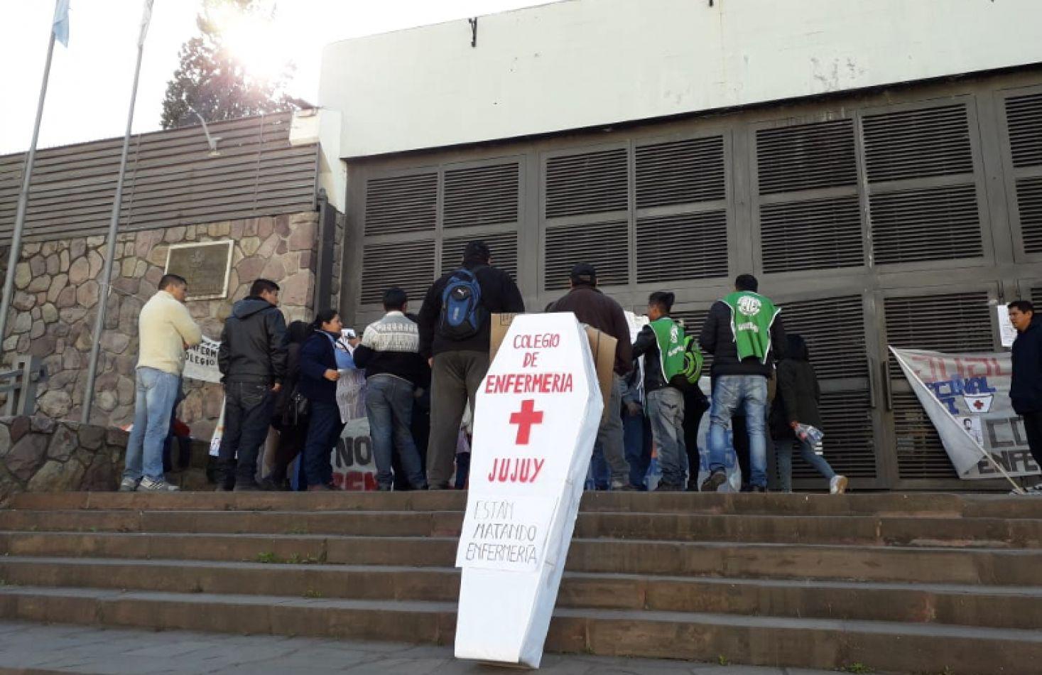 Recibieron en la Legislatura a trabajadores de la salud por el rechazo al Colegio de Enfermería