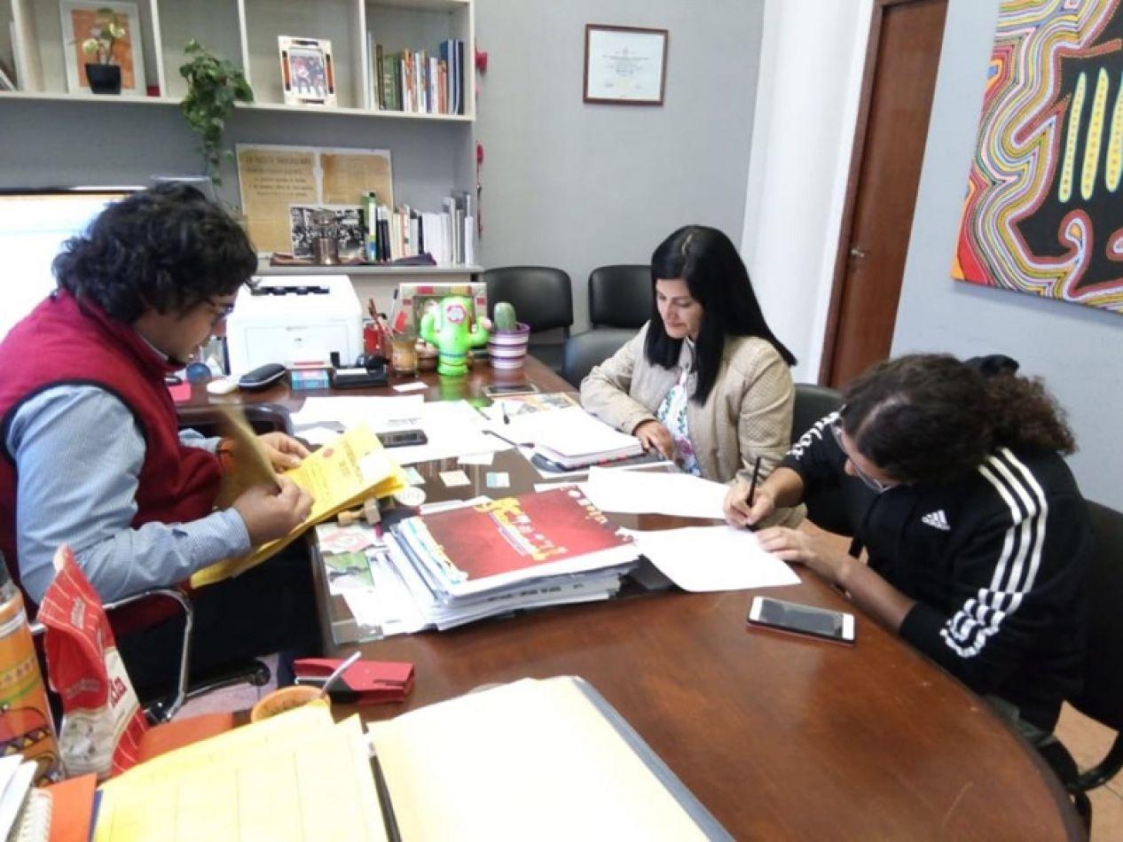El decano de la Facultad de Humanidades y el representante de Barrios de Pie