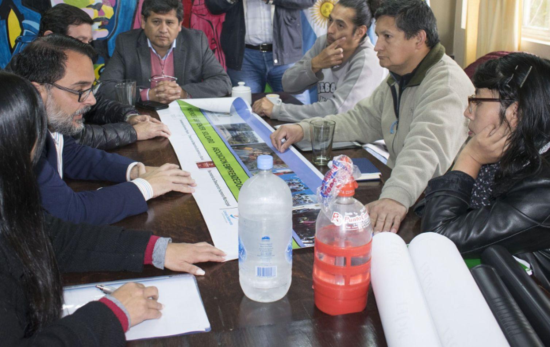 El presidente del Concejo Deliberante, Lisandro Aguiar con emprendedores de Alto Comedero