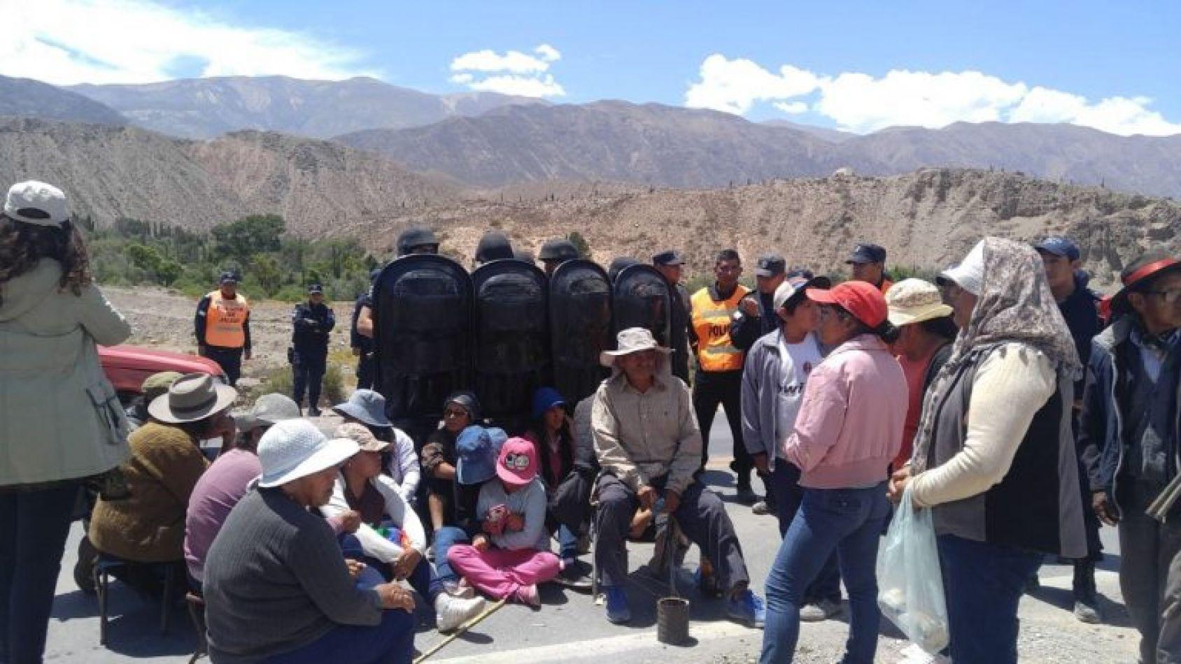 Imágen de Archivo: corte de ruta en Cueva del Inca, Tilcara año 2018