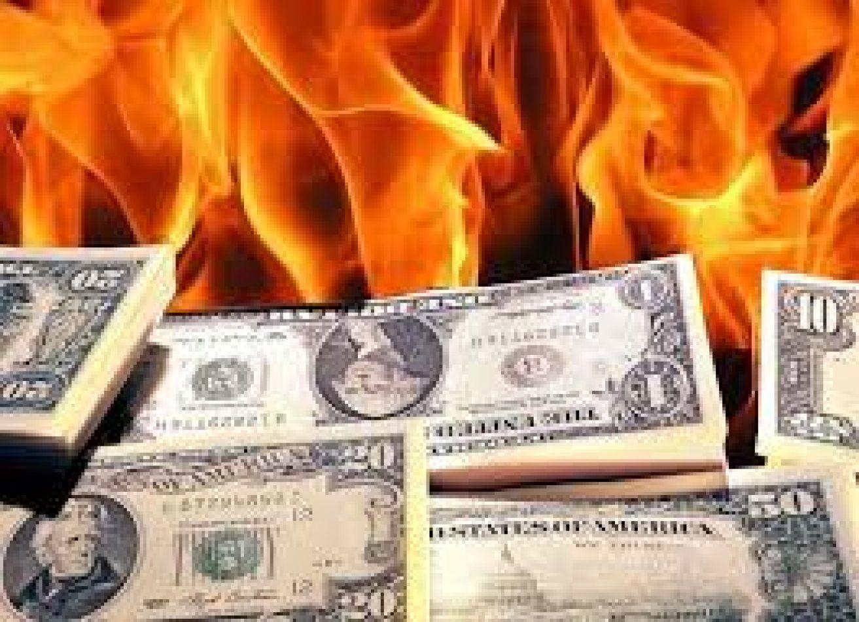 El dólar supera los 60 pesos y el gobierno mantiene el silencio