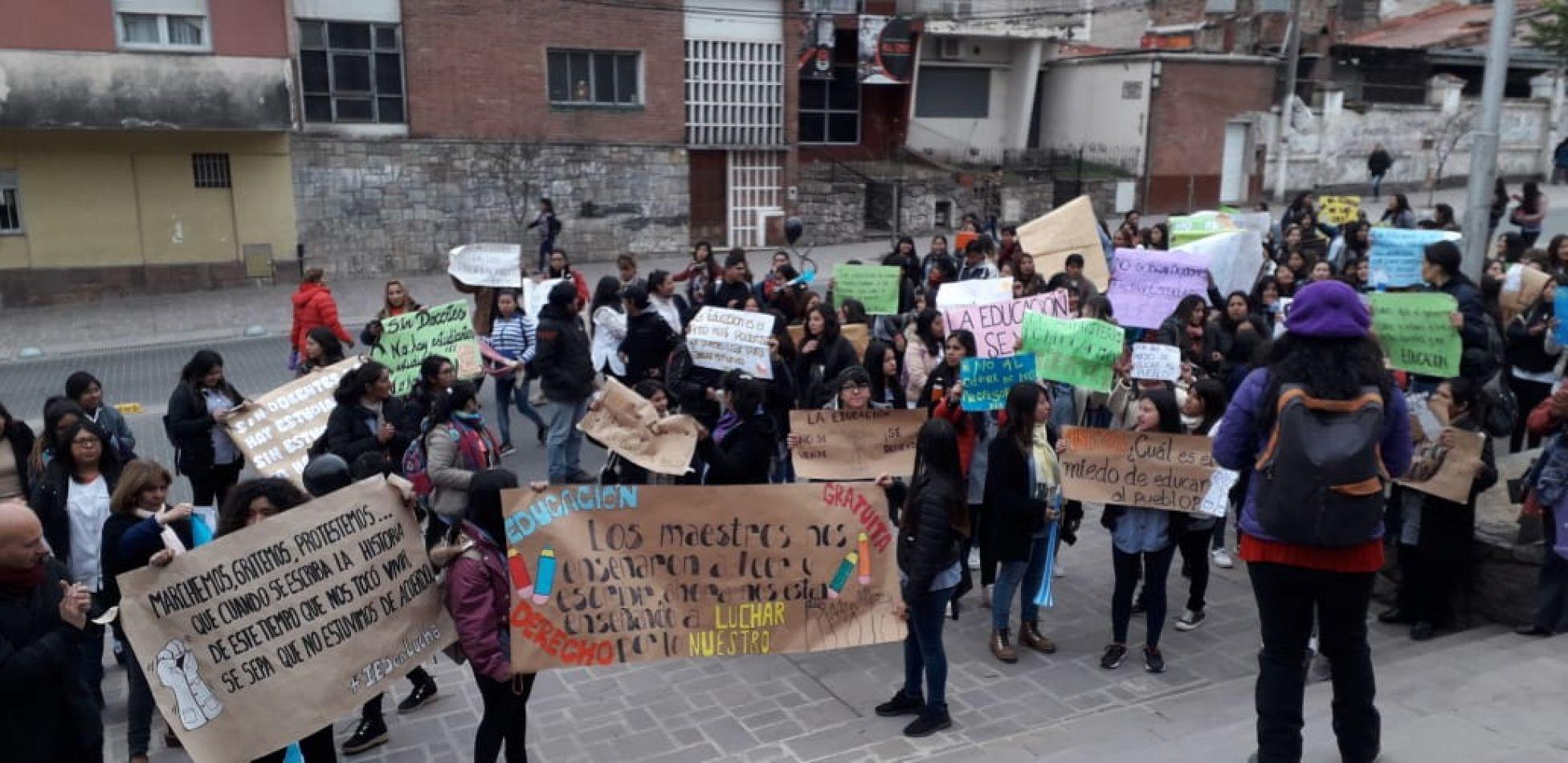 Marcha por los IES, los docentes agredidos en Chubut y contra el seguro obligatorio del ISJ