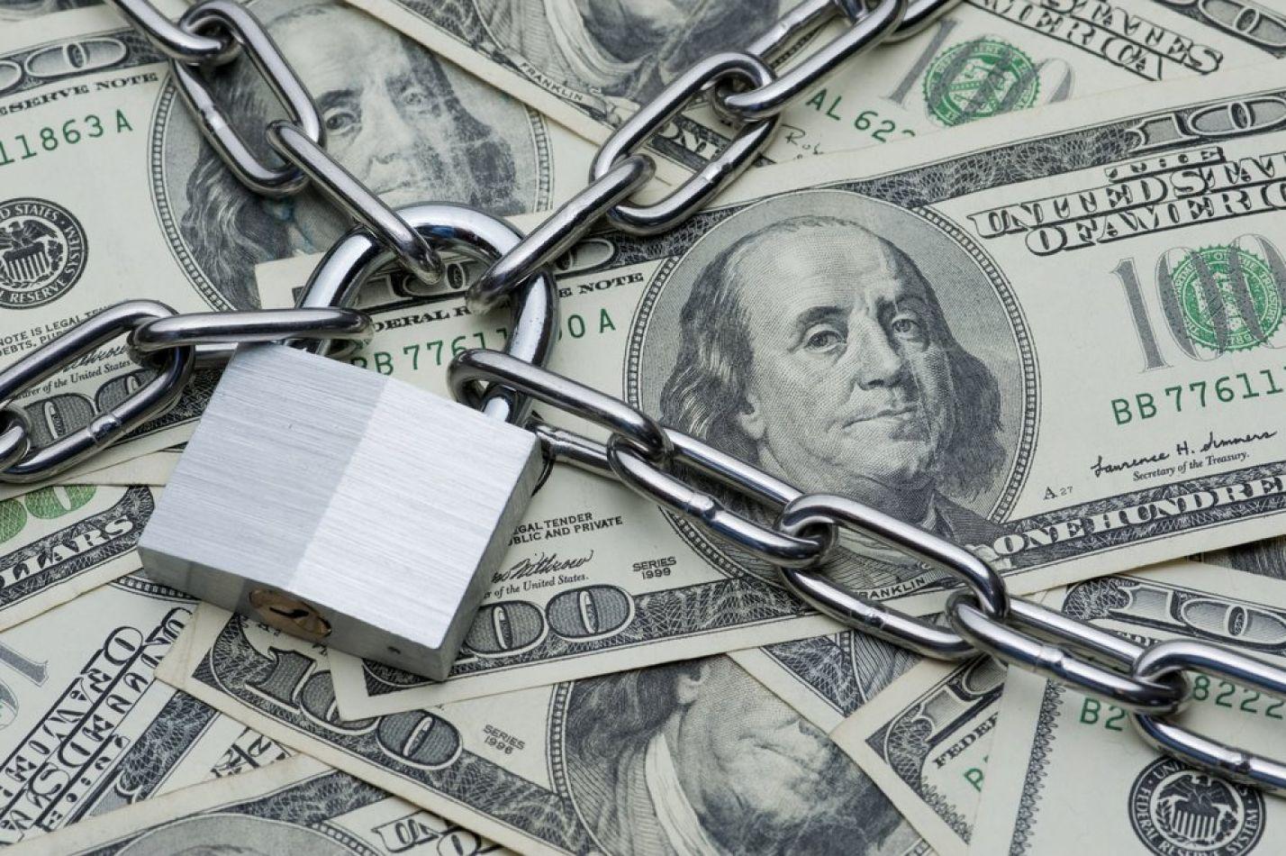 El Banco Central limitó la compra de 200 dólares por mes a través de cuenta corriente