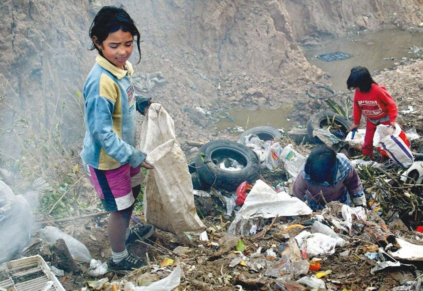 Informe de la UCA: el país tiene la pobreza más alta de la década, supera el 40%