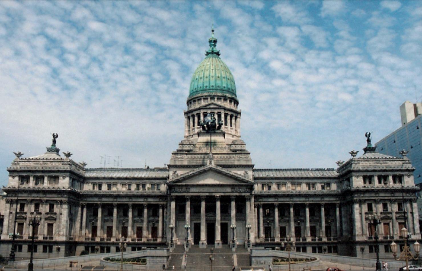 El ministro de Economía explicará en el Congreso el plan de reestructuración de la deuda