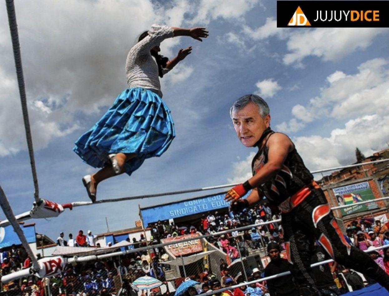 En el centro del ring dando pelea ¿Contra quién?