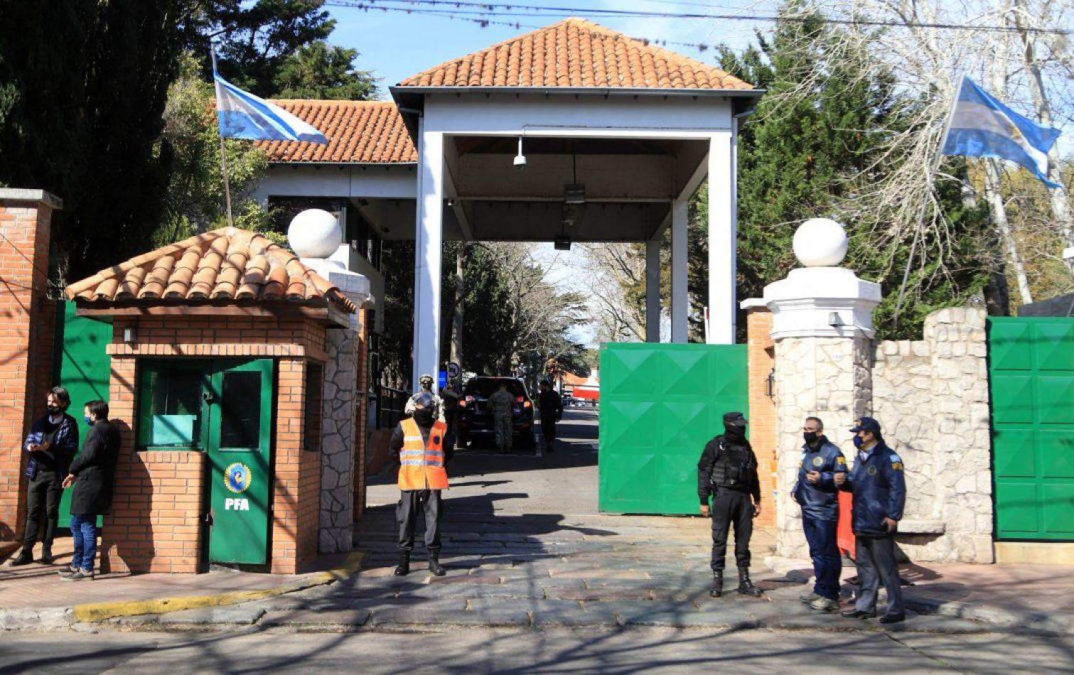 Un hombre fue detenido tras arrojar una bomba molotov en la Quinta de Olivos