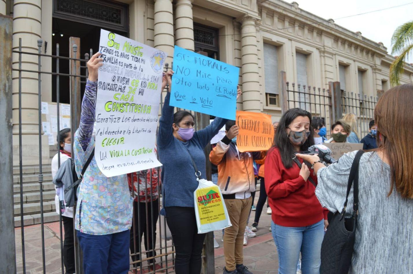 Interpondrán acciones legales por el sorteo arbitrario en el ingreso a la Escuela Normal