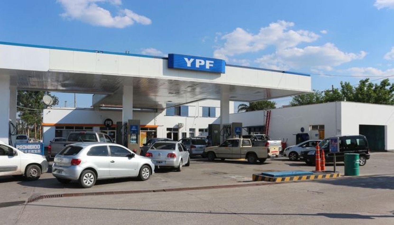 YPF aplicó un nuevo aumento en las naftas y es el cuarto del año