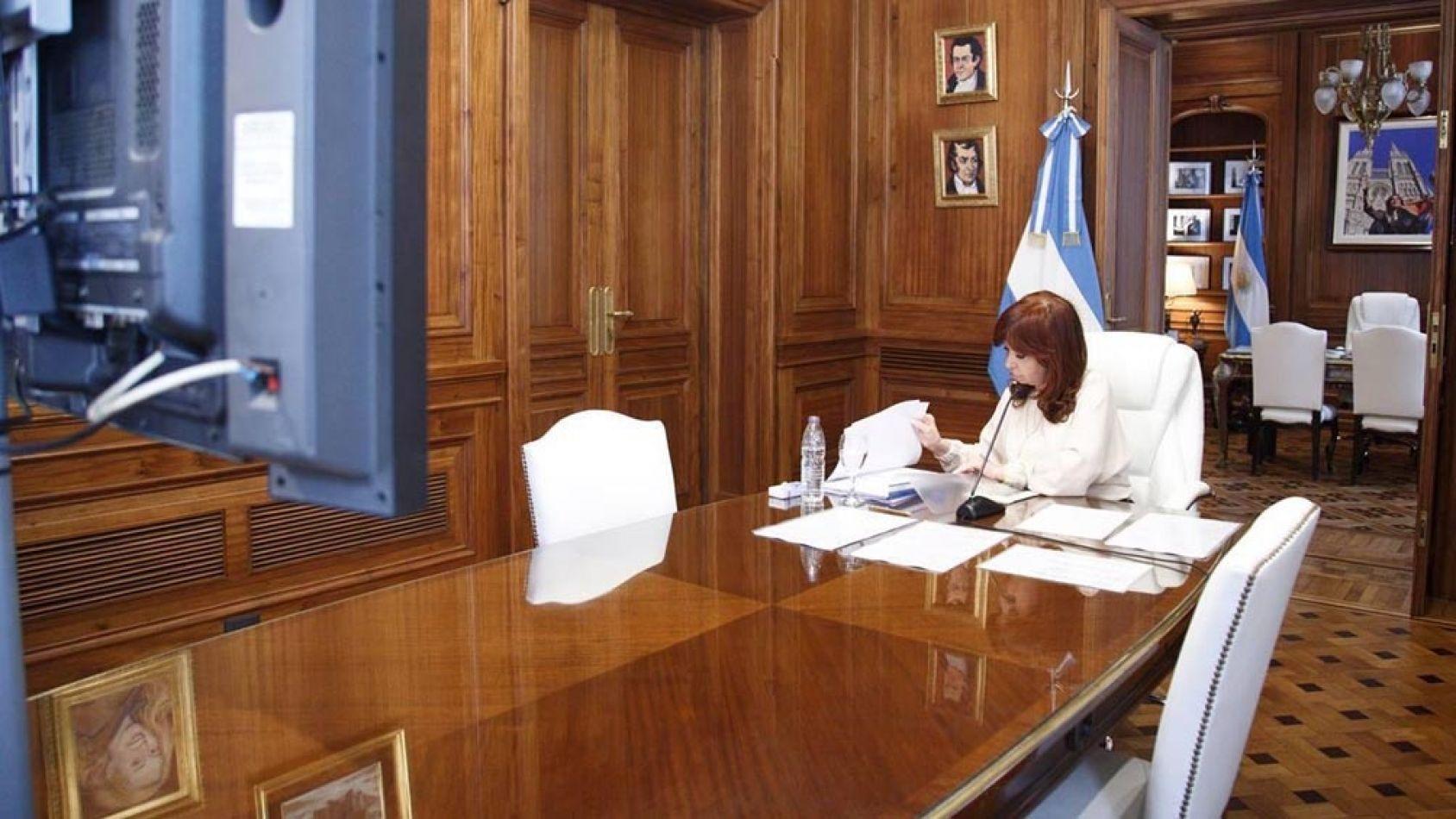 """""""El lawfare sigue en su pleno apogeo"""" sostuvo CFK y arremetió contra la justicia"""
