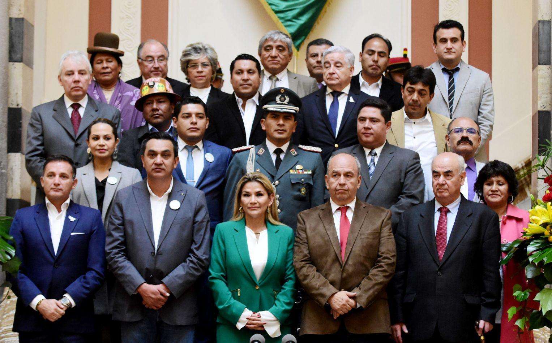 En Bolivia ordenan la detención de Jeanine Áñez, varios de sus ministros y altos mandos militares
